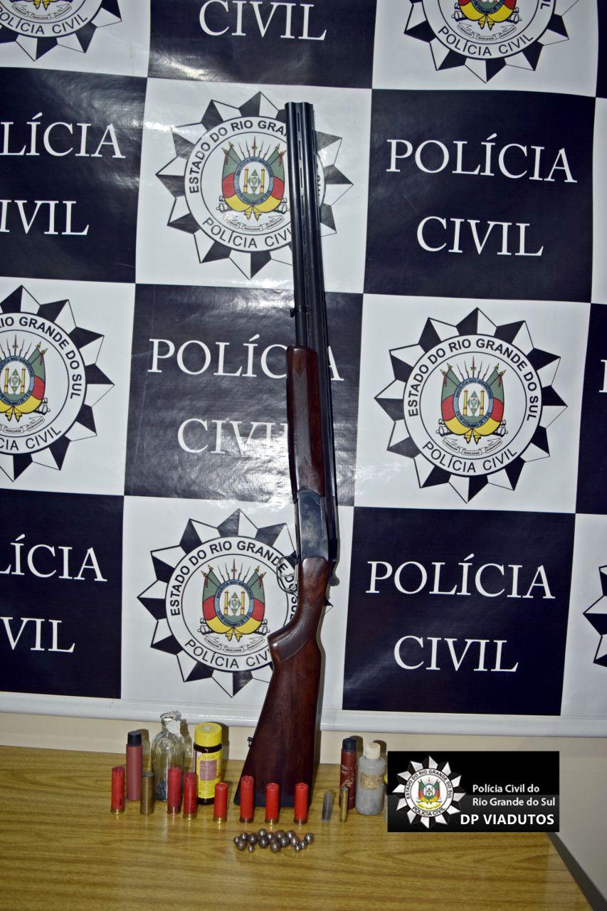 Ir para  <p><big>Ontem, dia 19, por volta das 18h45min, foi apreendida no munic&iacute;pio de Carlos Gomes uma espingarda calibre 12, que tinha mandado de busca e apreens&atilde;o.</big></p>  <p><big>A arma...