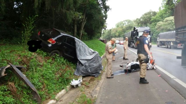 Ir para  <p><big>Duas pessoas morreram em um acidente na BR 476 por volta de 7h30 desta quarta-feira(4), no KM 312, pr&oacute;ximo ao munic&iacute;pio de Paulo Frontin, no Paran&aacute;. O acidente envolveu tr&ecirc;s...