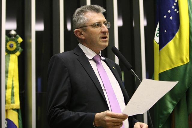Ir para  <p><big>Presente na reuni&atilde;o chamada pela Fetag com a bancada ga&uacute;cha no Congresso, nesta segunda-feira, em Porto Alegre, o deputado Heitor Schuch (PSB/RS) reiterou sua posi&ccedil;&atilde;o...