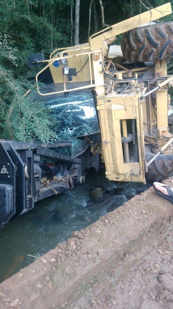 Ir para  <p><big>O acidente foi registrado na tarde deste s&aacute;bado, dia 18/02/2017, na comunidade da Linha Tigre, em Machadinho.</big></p>  <p><big>Segundo as informa&ccedil;&otilde;es preliminares a...