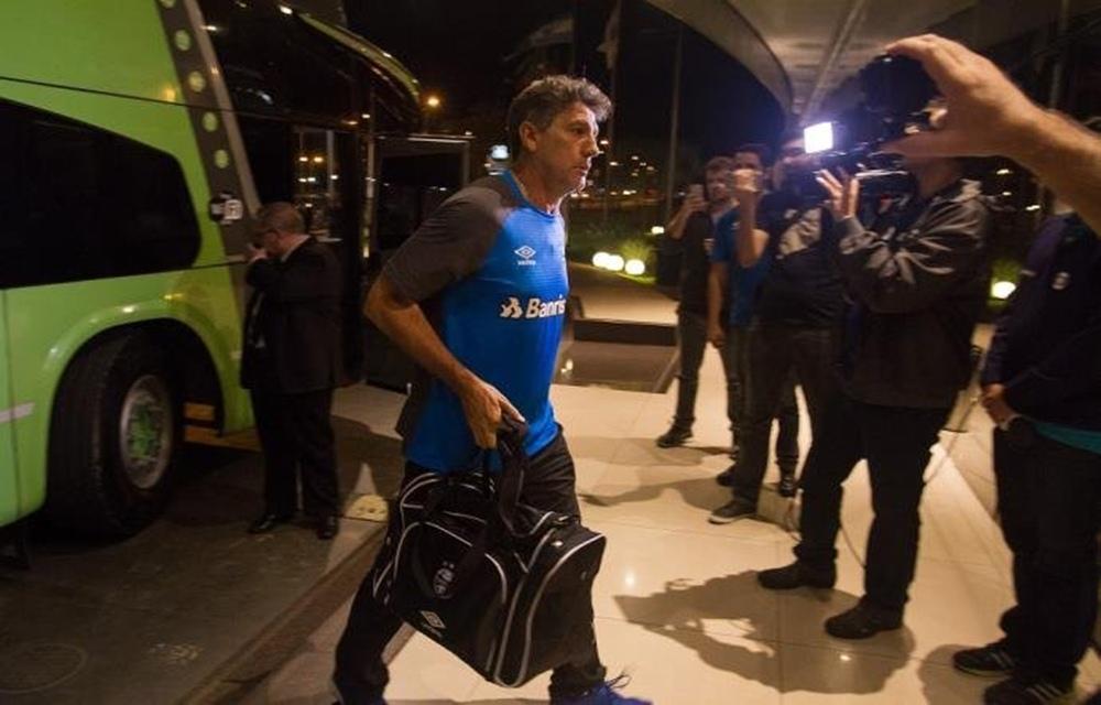 Ir para  <p>O Grêmio já está no Paraguai, onde nesta quinta-feira enfrenta o Guaraní, pela terceira rodada do Grupo 8 da Libertadores. Vivendo sua semana mais decisiva até aqui na temporada, o...