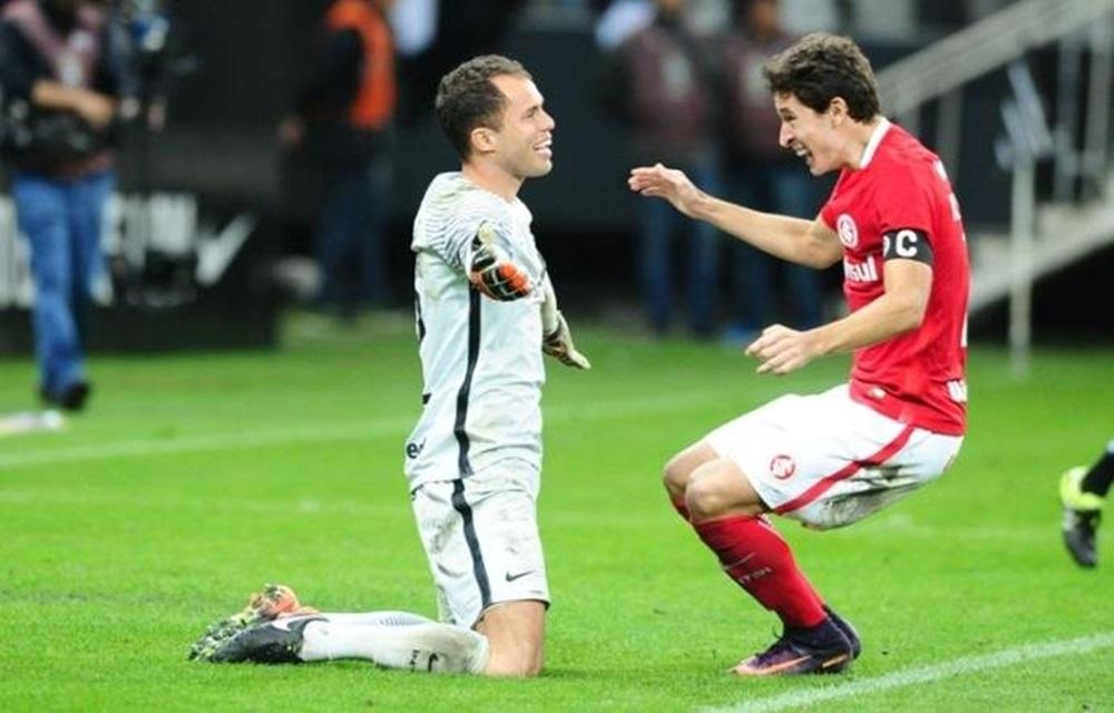 Lomba brilha nos pênaltis e Inter elimina o Corinthians da Copa do Brasil.