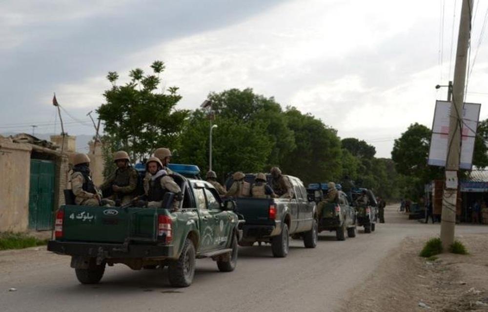 Ataque talibã contra base militar deixa mais de 100 mortos no Afeganistão.