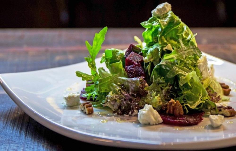 Salada de beterraba assada