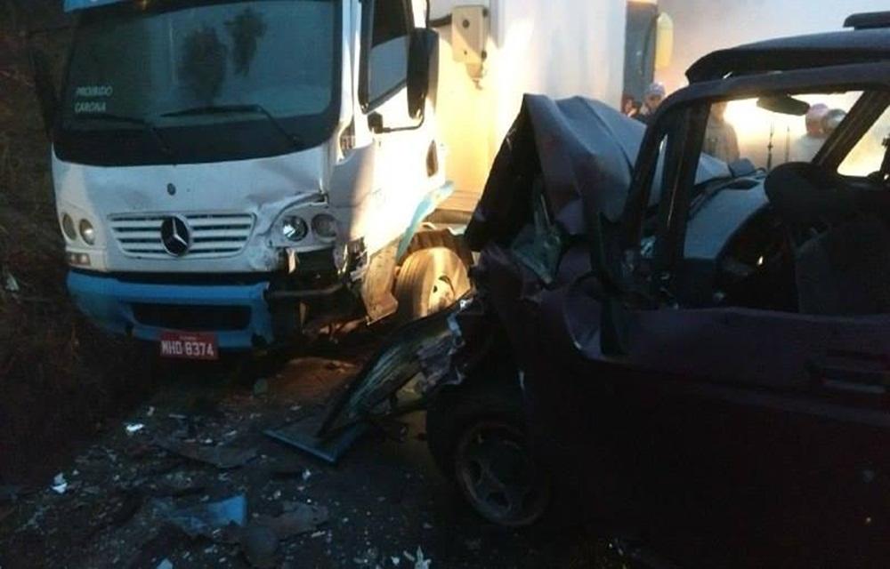 Ir para  <p>Um acidente de tr&acirc;nsito foi registrado por volta das 6h45 desta segunda-feira (12), na SC-283, entre Chapec&oacute; e Arvoredo foi atendido uma batida de frente entre caminhonete D20 e caminh&atilde;o ba&uacute;. O...