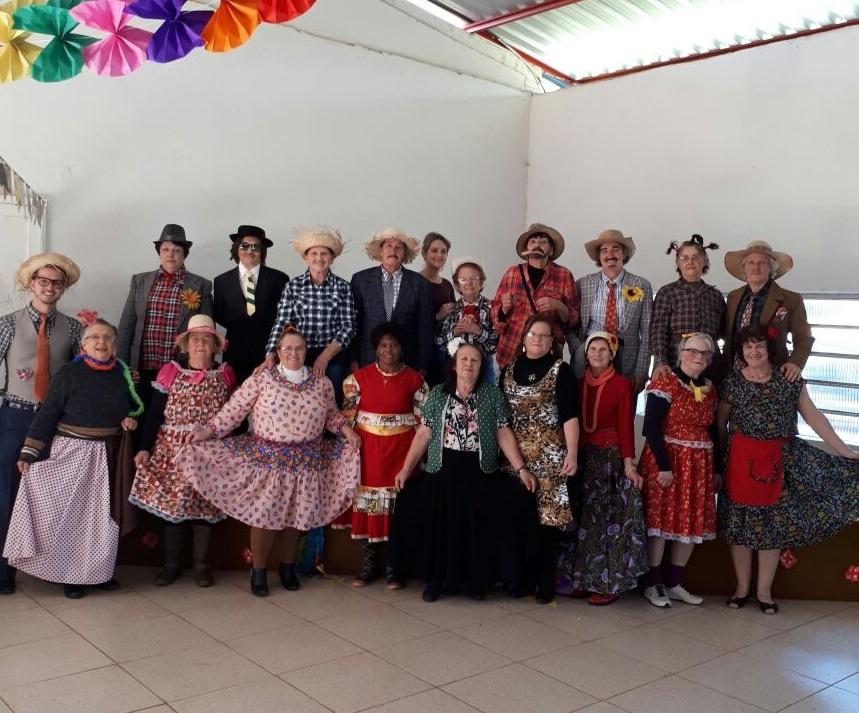 Ir para  <p>&nbsp; &nbsp; &nbsp; &nbsp; &nbsp; <big>&nbsp; Na ultima quarta-feira (21), aconteceu a festa junina dos Grupos da Melhor Idade de Gaurama, o Grupo Conviver e Renascer que se reuniram para festejar no...