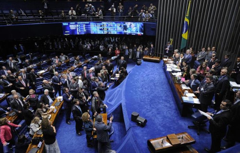 Ir para  <p>O texto principal da Reforma Trabalhista foi aprovado, na noite desta terça-feira, no Senado. A proposta teve 50 votos favoráveis e 26 contrários, além de uma abstenção....
