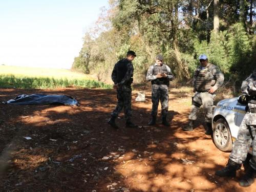Ir para  <p><big>Foi identificado na tarde desta segunda-feira, 24, o corpo encontrado parcialmente carbonizado numa estrada vicinal, ás margens da RS 211, a 2,5 quilômetros do Parque da...