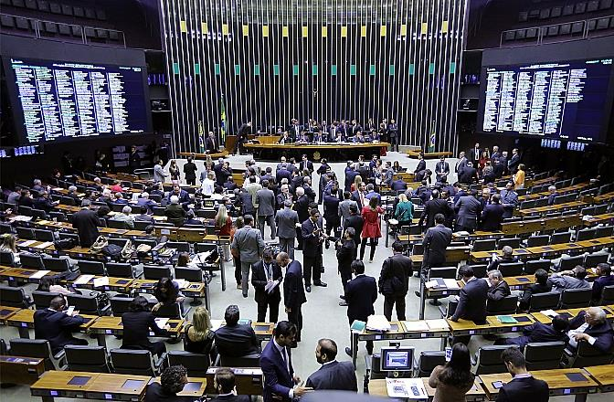 Ir para  <p>Michel Temer continua presidente do Brasil. O peemedebista sobreviveu a mais uma batalha que poderia custar-lhe o cargo nesta quarta-feira, na C&acirc;mara dos Deputados. &Agrave;s 20h23min, os aliados do presidente chegaram a...