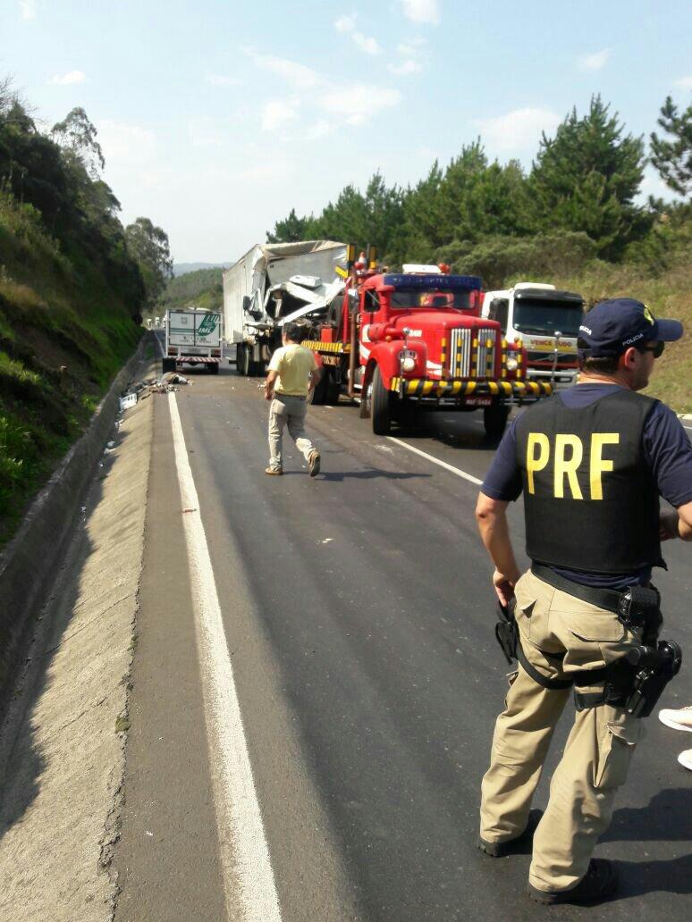 Ir para  <p><big>Mais um grave acidente registrado na rodovia BR-153, em trecho da cidade de General Carneiro resultou na morte de mais uma pessoa. A fatalidade aconteceu nesta quinta-feira, dia 14 de setembro, por volta das...