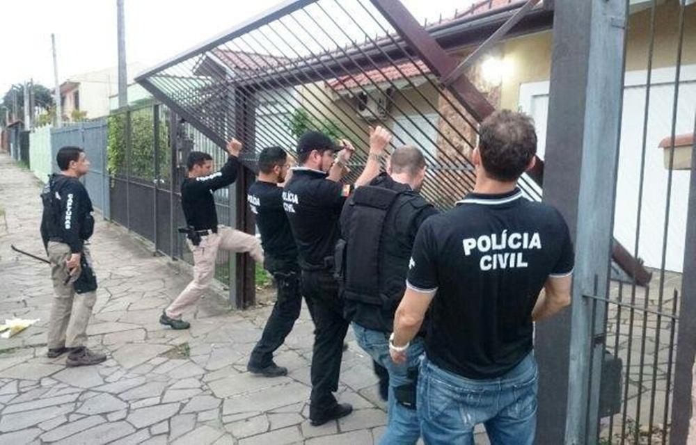 Ir para  <p>A Polícia Civil gaúcha desencadeou, nesta terça, fase 2 da Operação Antares para combater uma organização criminosa que atua na montagem de empresas fraudadoras...