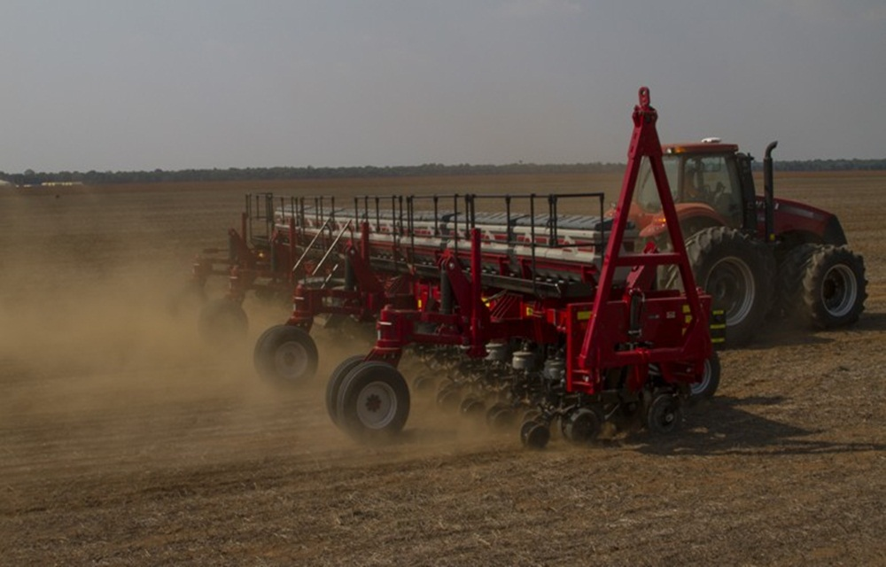 Ir para  <p>Uma boa notícia para os agricultores. Depois de cerca de 30 dias de estiagem no Paraná e mais de 100 em algumas áreas dos Cerrados, as chuvas voltam a cair de Sul ao Centro-Oeste a partir deste final de...