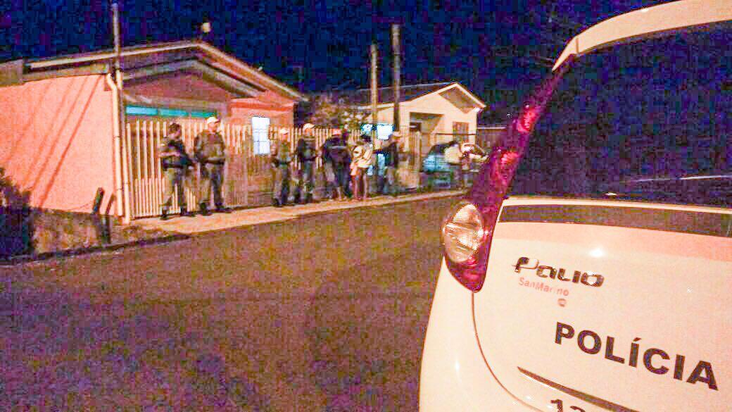 Ir para  <p><big>A noite deste domingo (24) come&ccedil;ou movimentada em Erechim. Por volta das 19h, soldados do servi&ccedil;o de resgate do Corpo de Bombeiros, foram acionados para resgatar duas pessoas feridas a bala, na Rua...