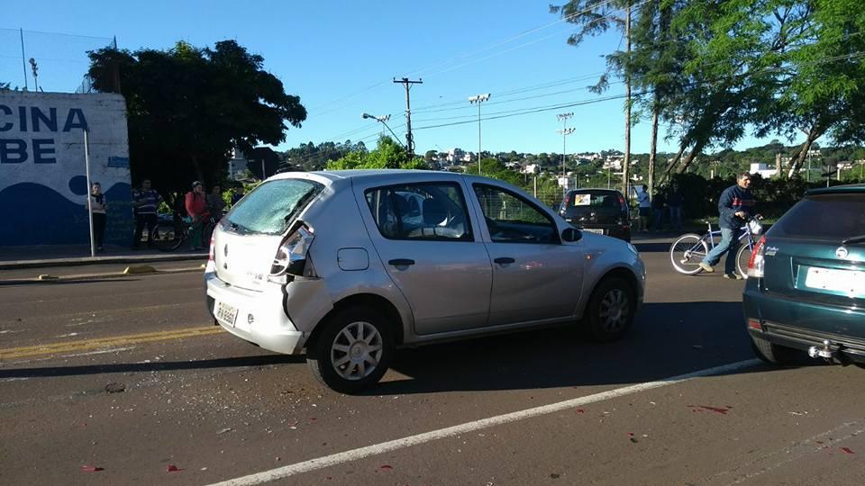 Ir para  <p><big>O condutor de uma motoneta, que bateu com um Sandero de Passo Fundo na rua Pernambuco, no fim da tarde desta segunda-feira(23), em Erechim, acabou morrendo ao dar entrada no pronto socorro. Socorristas do Resgate do Corpo de...