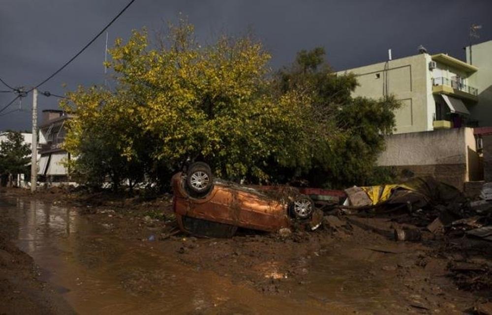 Ir para Grécia de luto por inundações que deixaram 16 mortos.