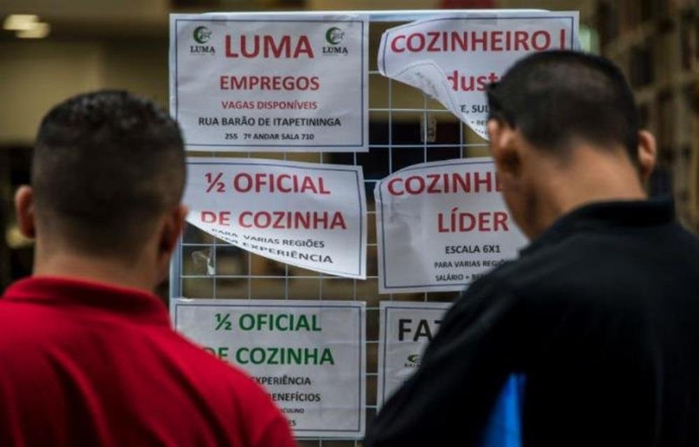 Ir para Falta trabalho a 26,8 milhões de pessoas no País no 3º trimestre, aponta IBGE.