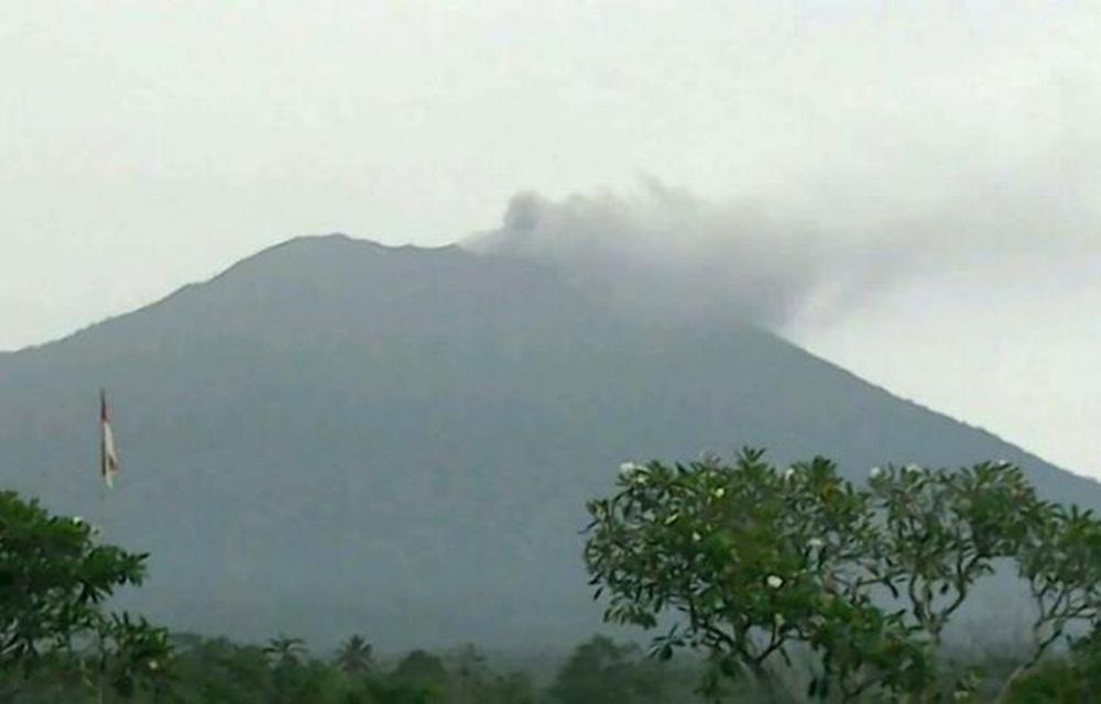 Milhares abandonam casas em Bali por medo de erupção vulcânica.