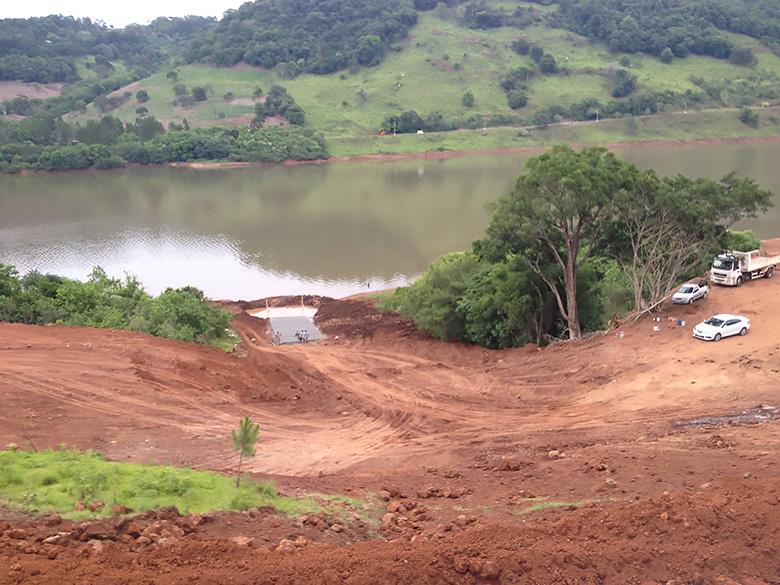 Ir para  <p><big>As obras do Balneário Águas Bela Vista SA, na comunidade de Linha São Francisco, Alto Bela Vista, seguem se desenvolvendo a passos largos. <strong>Os trabalhos de terraplenagem foram...