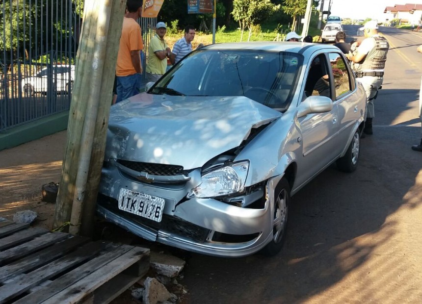 Ir para  <p><big>Ao menos uma pessoa ficou ferida em um acidente envolvendo tr&ecirc;s ve&iacute;culos na manh&atilde; desta segunda-feira, 8, no bairro Cer&acirc;mica, em Erechim.</big></p>  <p><big>O...
