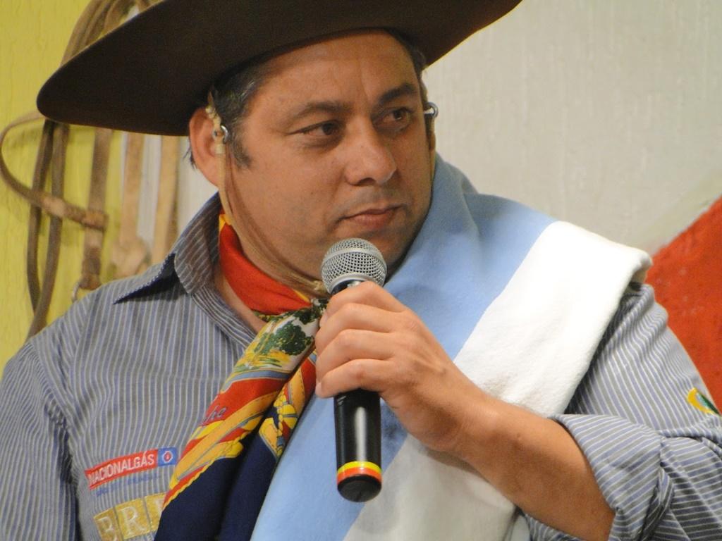 Ir para  <p><big>Um acidente próximo a Rio Toldo, entre Áurea e Getúlio Vargas, matou o músico tradicionalista Volmir Martins, de 48 anos, e deixou três pessoas feridas, na madrugada deste...