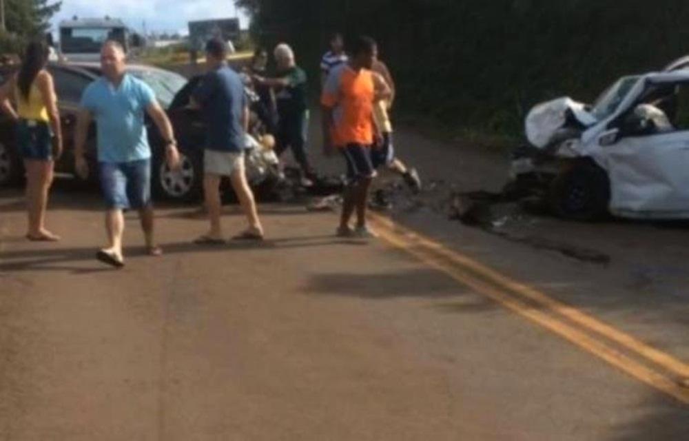 Ir para  <p>Uma colis&atilde;o frontal entre um GM Vectra e um Hyundai HB20 deixou um morto e cinco feridos, no fim da tarde deste domingo. De acordo com o Comando Rodovi&aacute;rio da Brigada Militar, o acidente foi registrado no km 7 da...