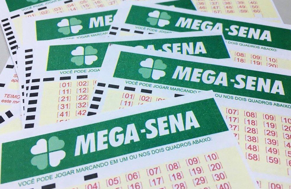 Ir para  <p>O concurso 2021 da Mega-Sena, realizado na noite do &uacute;ltimo s&aacute;bado, acumulou e o pr&ecirc;mio subiu para R$ 52 milh&otilde;es. As dezenas sorteadas foram: 07- 14 - 32 - 37 - 40 - 60.</p>  <p>A...