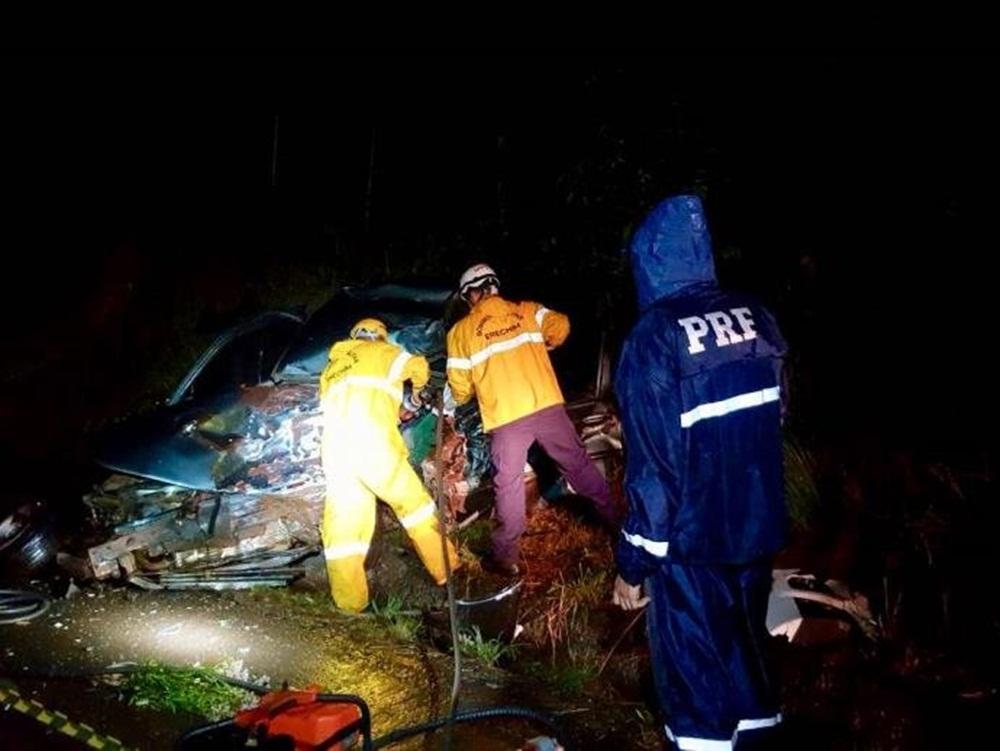 Ir para  <p><big>A&nbsp; Pol&iacute;cia Rodovi&aacute;ria Federal atendeu um acidente que causou a morte do condutor de um autom&oacute;vel por volta das 18h deste s&aacute;bado (24), no km 23 da BR 153 em Tr&ecirc;s...