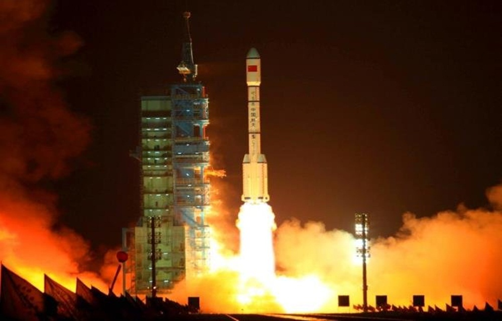 Ir para  <p>O laborat&oacute;rio espacial chin&ecirc;s Tiangong-1 se desintegrou nesta segunda-feira ao entrar na atmosfera e cair no Pac&iacute;fico Sul, ap&oacute;s dois anos de voo descontrolado, anunciaram as autoridades de...