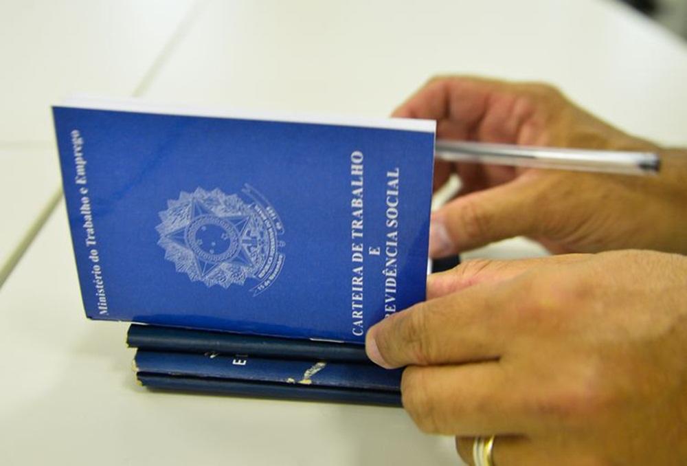 Ir para  <p><big>A taxa de desemprego no Brasil subiu para 13,1% no primeiro trimestre do ano. No último trimestre de 2017, atingiu 11,8%, segundo o Instituto Brasileiro de Geografia e Estatística (IBGE). Em...
