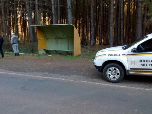 Ir para  <p><big>Um cadáver foi encontrado às margens da ERS 331, rodovia que liga Erechim a Gaurama, no final da tarde desta segunda-feira, 21. O corpo, ainda não identificado, estava próximo de uma...