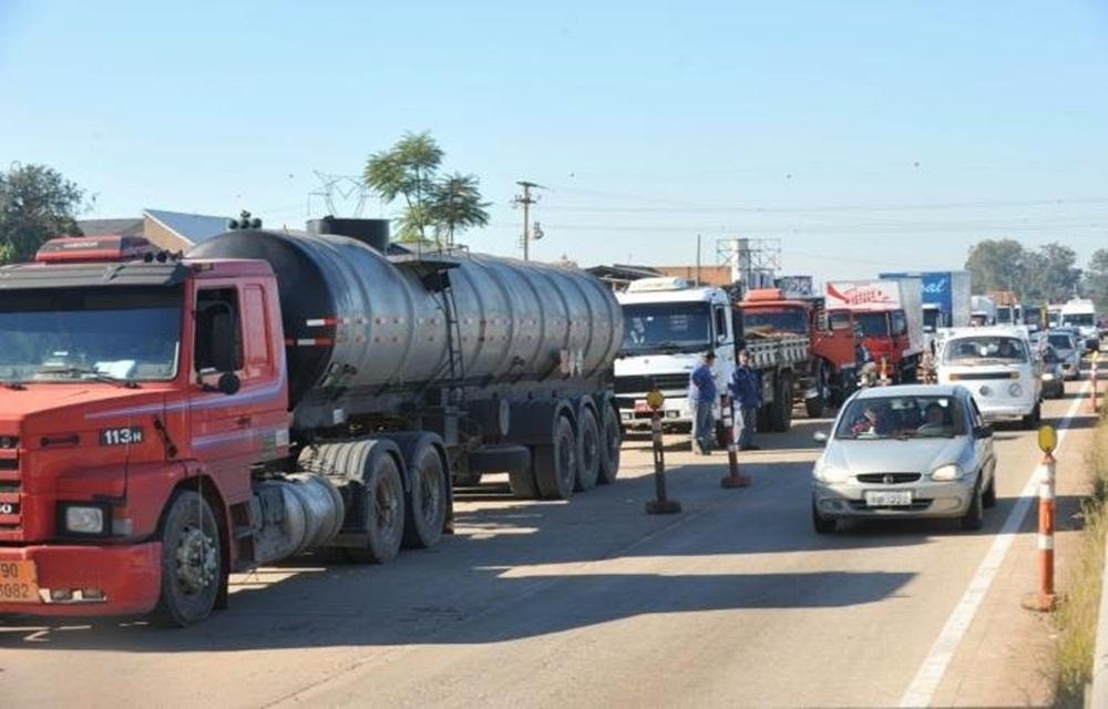 Ir para Caminhoneiros realizam protestos em ao menos 12 cidades do Rio Grande do Sul.