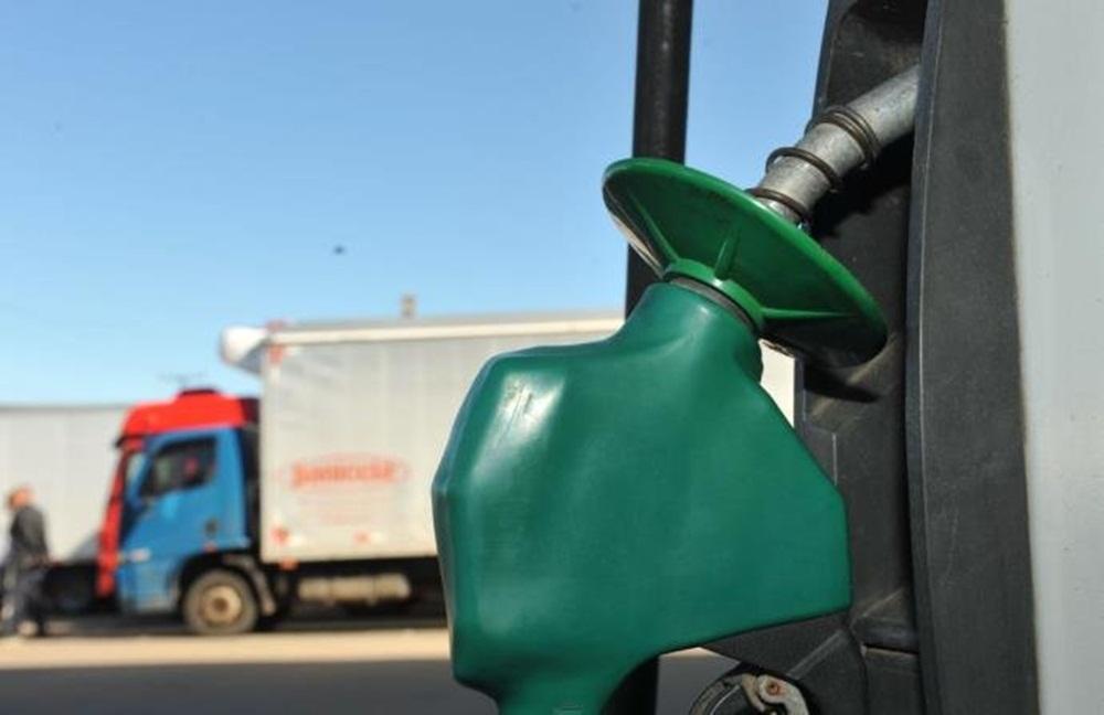 Começa a faltar combustível no interior do Rio Grande do Sul.