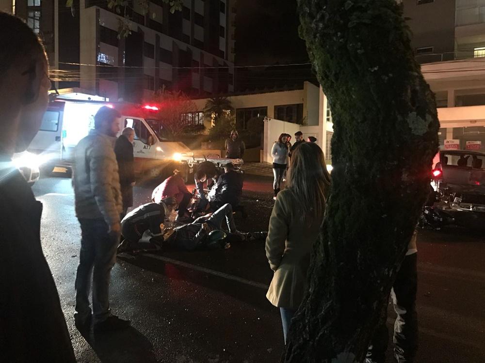 Ir para  <p><big>Um acidente de tr&acirc;nsito na Avenida Pedro Alvares Cabral, na regi&atilde;o central de Erechim. Deixou ao menos duas pessoas feridas, no in&iacute;cio da noite desta ter&ccedil;a-feira (5). De acordo com...