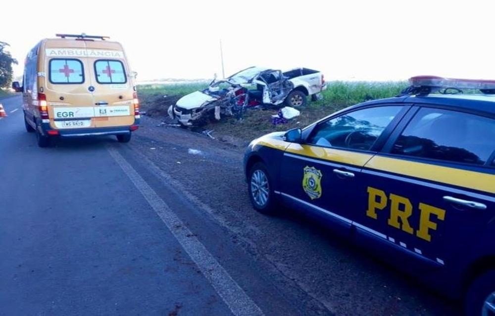 Ir para  <p>Um homem morreu e quatro pessoas ficaram feridas, por volta das 7h desta sexta-feira, em acidente de trânsito na BR 285, em Mato Castelhano, na região do Planalto. A colisão frontal aconteceu no km 265 da...