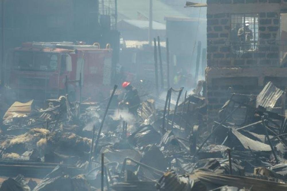 """Ir para  <p>Quinze pessoas morreram e mais de 70 ficaram feridas em um incêndio nesta quinta-feira em um mercado de Nairóbi, capital do Quênia. """"Perdemos 15 pessoas nesta tragédia"""",..."""