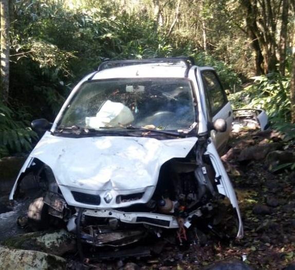 Ir para  <p><big>Um acidente em Linha Serraria, interior de Piratuba, poderia ter terminado em tragédia. O condutor de um veículo com placas de Concórdia saiu da pistas, desceu uma ribanceira e depois dentro de...