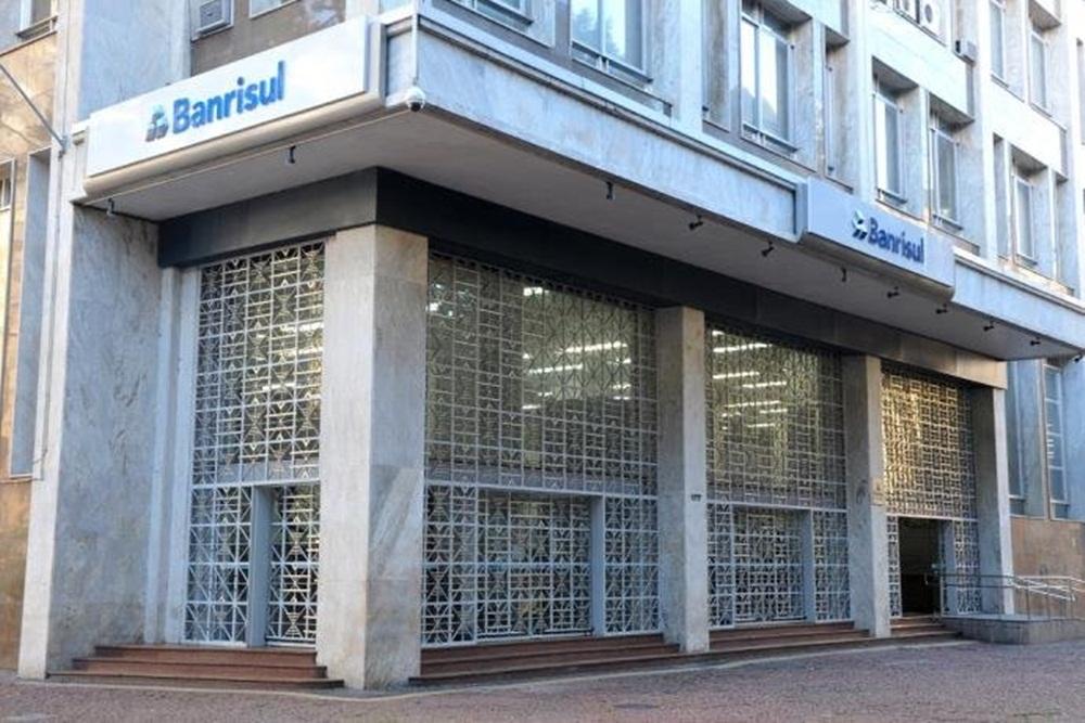 Ir para  <p><big>O Ministério Público estadual instaurou inquérito civil para investigar a atuação do Banrisul e do Estado do Rio Grande do Sul na operação de venda...