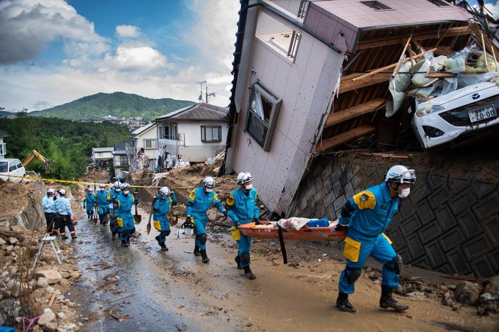 Ir para  <p><big>Ao menos 141 pessoas morreram em consequência das fortes chuvas na região oeste do Japão, anunciaram as autoridades, que prosseguem com a busca por desaparecidos em bairros completamente...