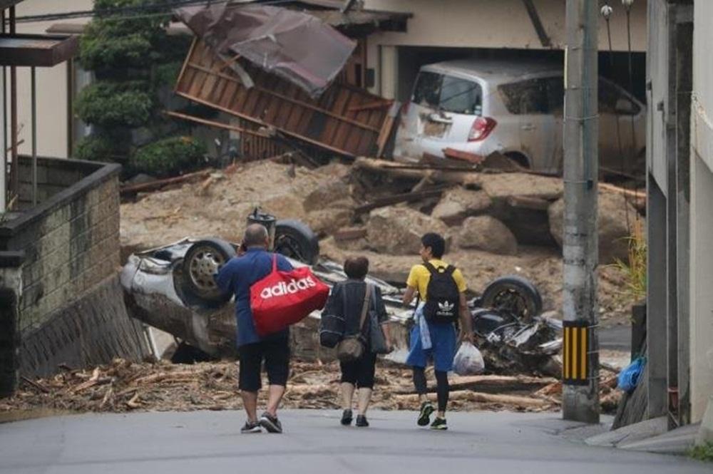 Ir para  <p>Ao menos 179 pessoas morreram em inundações e deslizamentos de terra provocados por chuvas torrenciais na região oeste do Japão e as equipes de emergência lutam para encontrar...