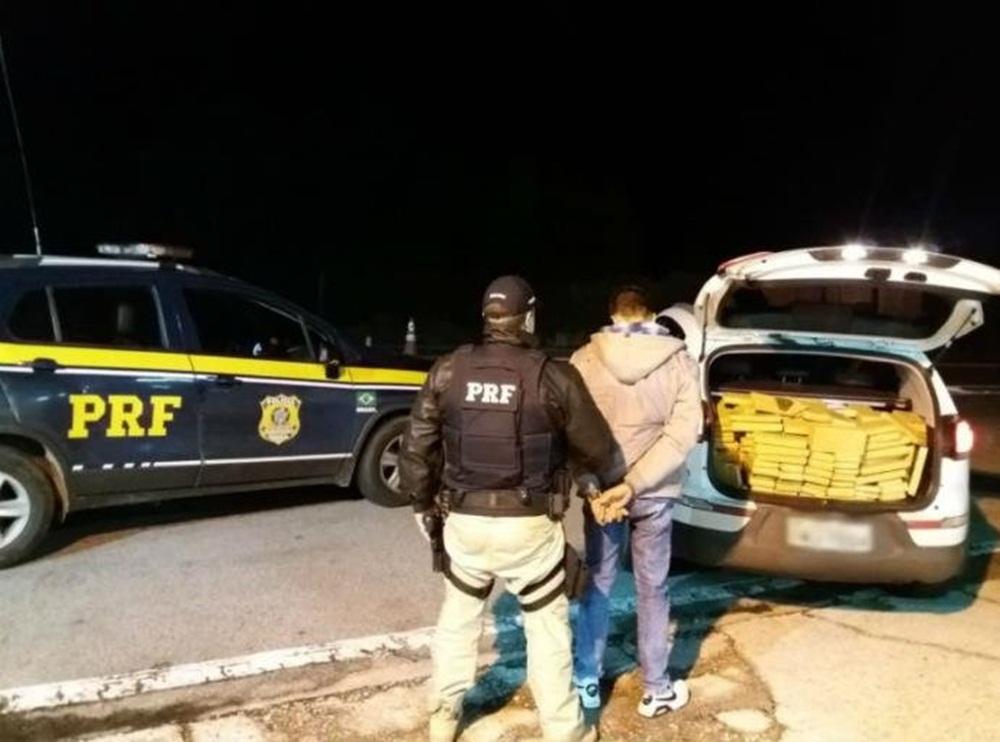 Ir para  <p>Mais uma interceptação do escoamento da safra de maconha paraguaia foi registrada no Rio Grande do Sul. Mais de meia tonelada da droga foi apreendida pela Polícia Rodoviária Federal na noite...