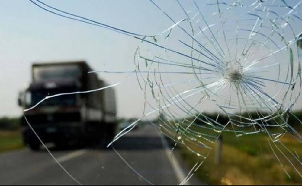 Ir para  <p>Uma colisão entre dois caminhões, registrada no começo da madrugada desta terça-feira, provocou a morte de um dos motoristas, que tem 45 anos, mas ainda não foi identificado. Segundo...
