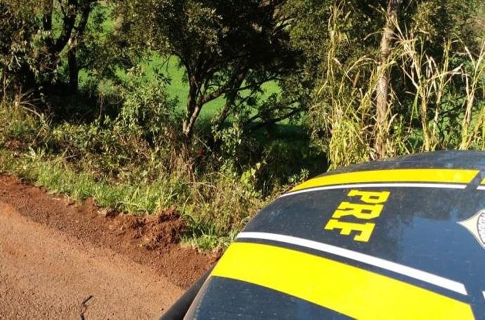 Ir para  <p>Uma mulher morreu&nbsp;em um acidente de tr&acirc;nsito na BR 285, em Panambi, no norte do Estado, na manh&atilde; desta segunda-feira. De acordo com a Pol&iacute;cia Rodovi&aacute;ria Federal (PRF), o carro,...