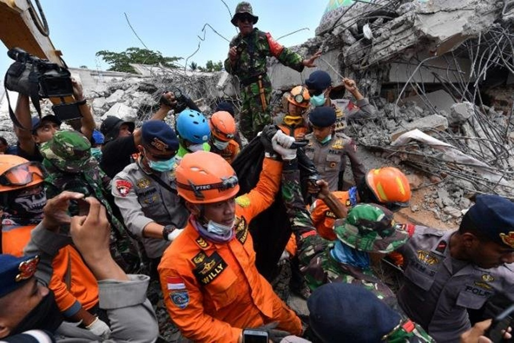 Ir para  <p>O balanço do terremoto que atingiu a ilha indonésia de Lombok <strong><a...