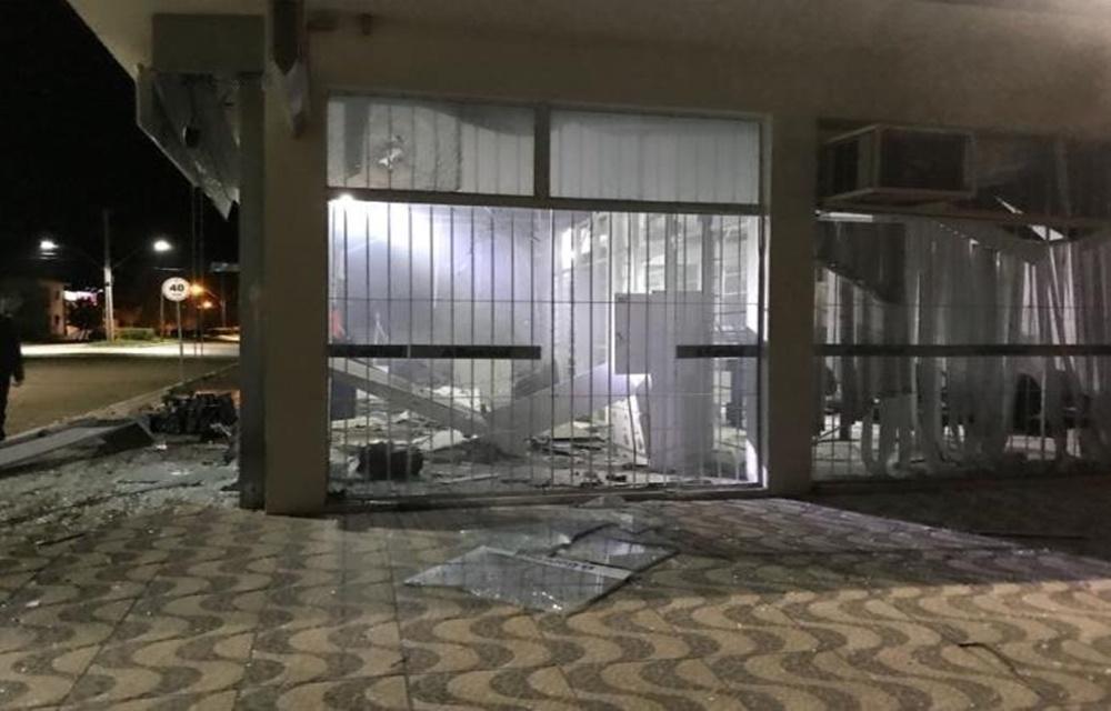 Quatro agências são alvos de ataques em duas cidades do Rio Grande do Sul.