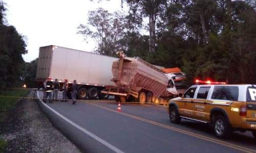 Ir para  <p><big>Um acidente no in&iacute;cio da manh&atilde; desta quarta-feira, 15, na ERS 324, em Marau deixou duas pessoas feridas entre elas o motorista de um caminh&atilde;o de ra&ccedil;&atilde;o de Mariano Moro. O...