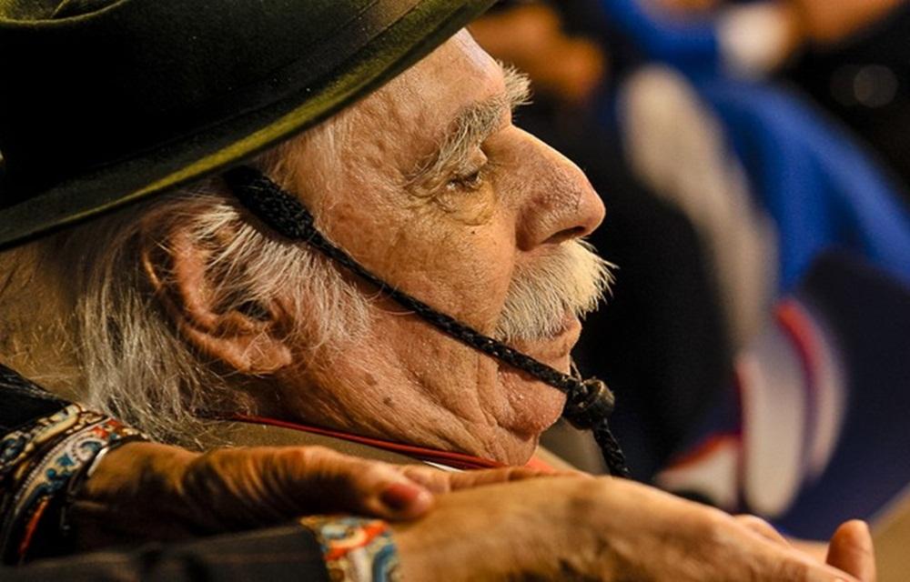 Ir para  <p>Morreu na tarde desta segunda-feira (27) em Porto Alegre o tradicionalista Paixão Côrtes. Ele estava internado no Hospital Ernesto Dornelles. A instituição confirmou que o óbito...