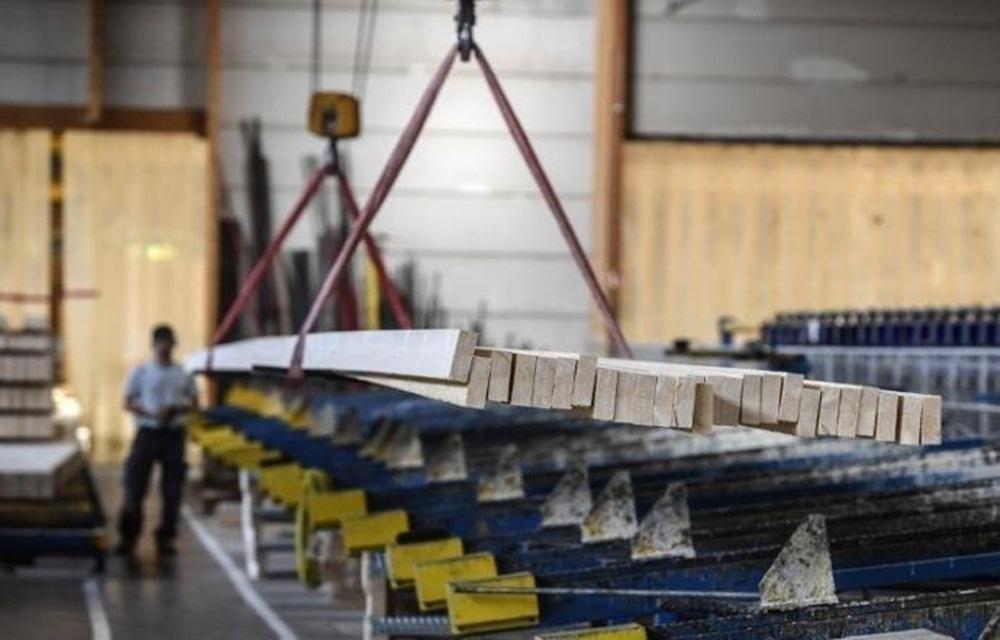 Ir para  <p>A produção industrial brasileira recuou 0,2% na passagem de junho para julho, segundo dados da Produção Industrial Mensal divulgados nesta terça-feira, no Rio de Janeiro, pelo...