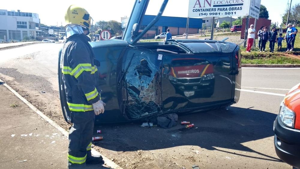 Ir para  <p><big>Um acidente foi registrado no início da tarde deste sábado (8), na BR 153, trevo de acesso ao bairro Atlântico, em Erechim. A colisão envolveu um Gol com placa de Erechim e uma...