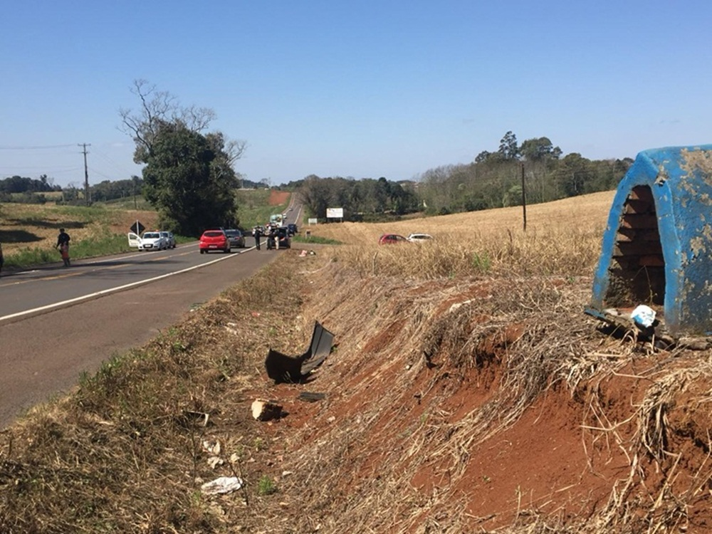 Ir para  <p><big>Um grave acidente ocorreu no início da tarde desta terça-feira (11), na BR 480, rodovia que liga Erechim a Barão de Cotegipe.</big></p>  <p><big>Segundo testemunhas, a...