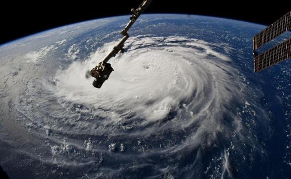 Ir para  <p>O furacão Florence avançava nesta terça-feira com ventos de mais de 220 km/hora em direção à costa leste dos Estados Unidos, onde as autoridades ordenaram que um...